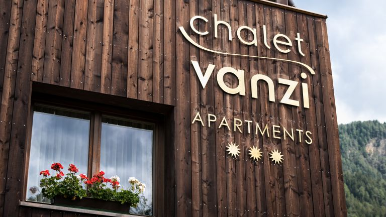 Vanzi Chalet Apartments in Pikolein, St. Martin in Thurn, Kronplatz logo