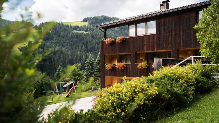 Vanzi Chalet Apartments in Piccolino, San Martino in Badia, Kronplatz logo